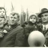 """Прислала Оксана Митягина (Ялочкина) с сообщением: """"1977 год, я с папочкой Ялочкиным Юрием Анатольевичем (справа)"""